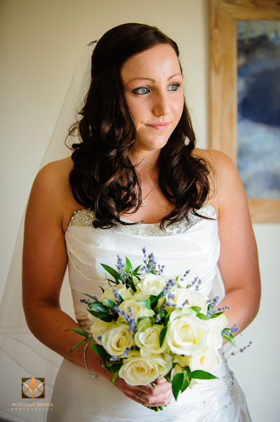wedding photographer at Notley Thyne Barn (16)