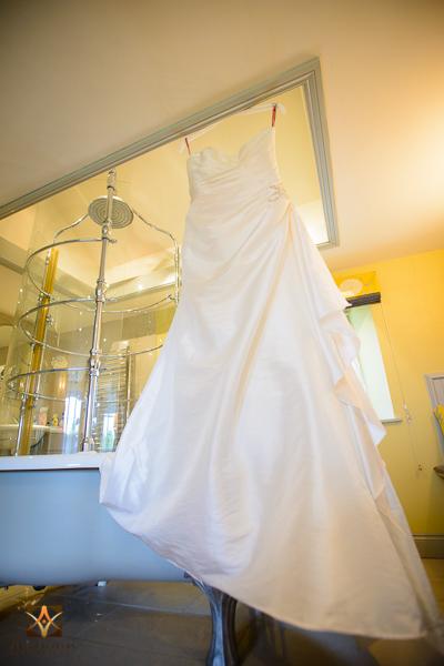 wedding photographer at Notley Thyne Barn (7)